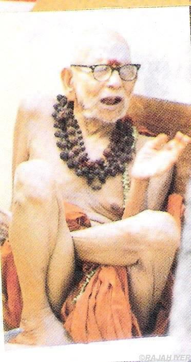 Periyava_sitting_with_rudraksha