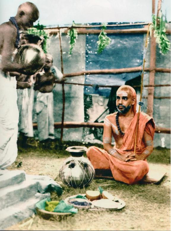 Periyava_sitting_for_snanam