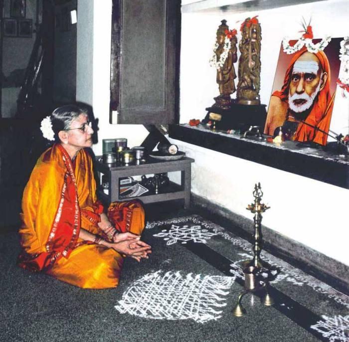 MS_praying_periyava