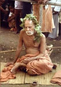 Periyava_sitting_vilvam_on_head