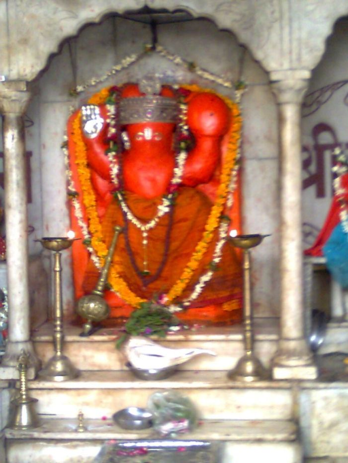 lord-ganapathi-at-varanasi-streets-varanasi-india+1152_12921578726-tpfil02aw-566