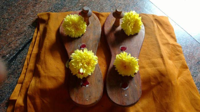 Periyava Padhuka-3