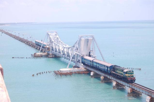 pamban_bridge_train_track.jpg