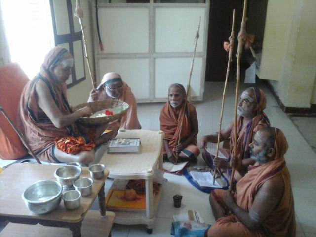 Pudhu Periyava Bashya Padam.jpg