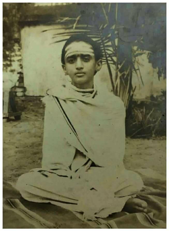 Balaperiyava-before-sanyasa.jpg