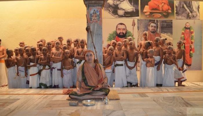 Balaperiyava-vidyarthis