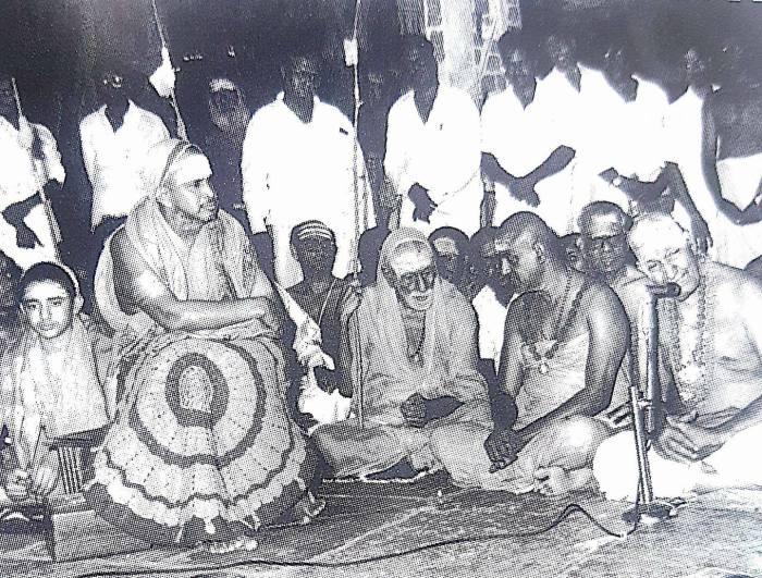 Pudhu-Peiryava-with_Variyar.jpg