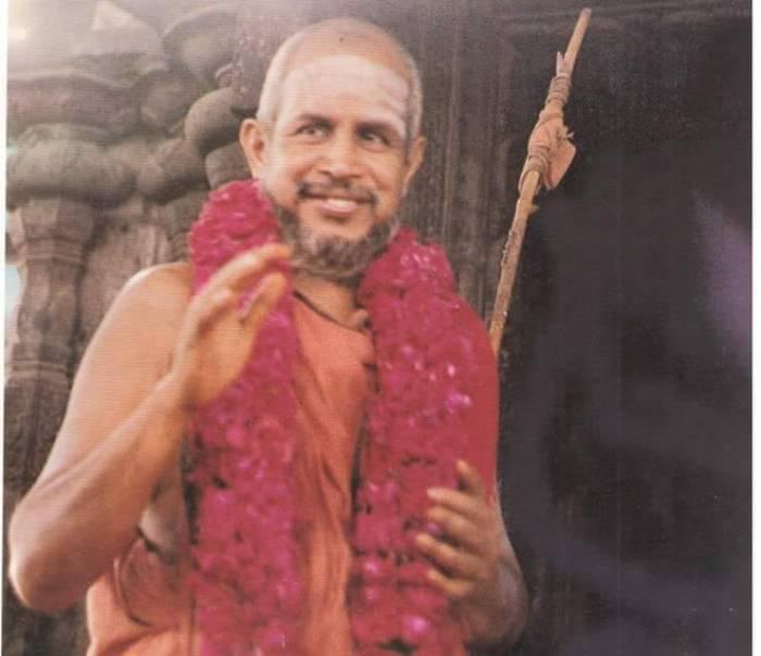 Pudhu-Periyava-young-blessing