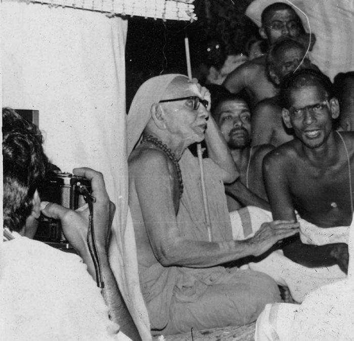 Mahaperiyava-listening
