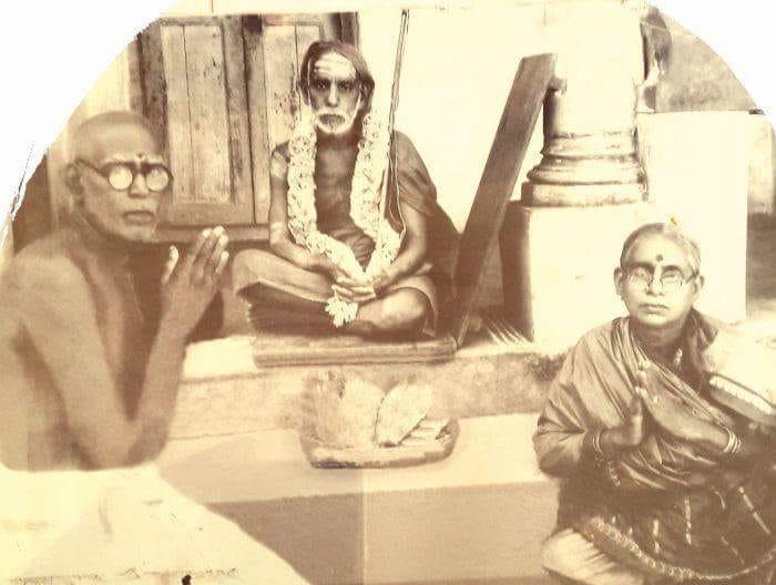 Mahaperiyava-devotee-couple-rare.jpg