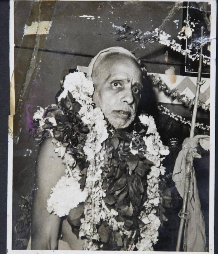 Periyava-side-profile